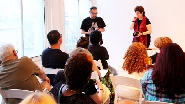 Con la poeta armenia Lola Koundakjian, leyendo traducciones de sus poemas en Español